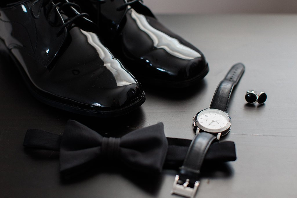 Grooms details and shoes