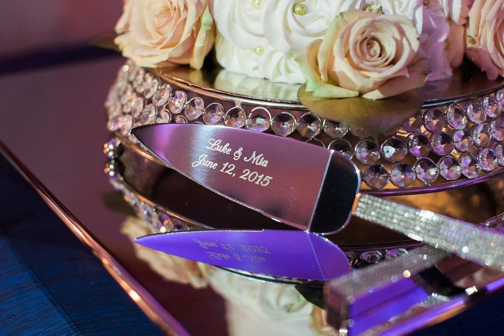 cake knife with engraved names of bride and groom