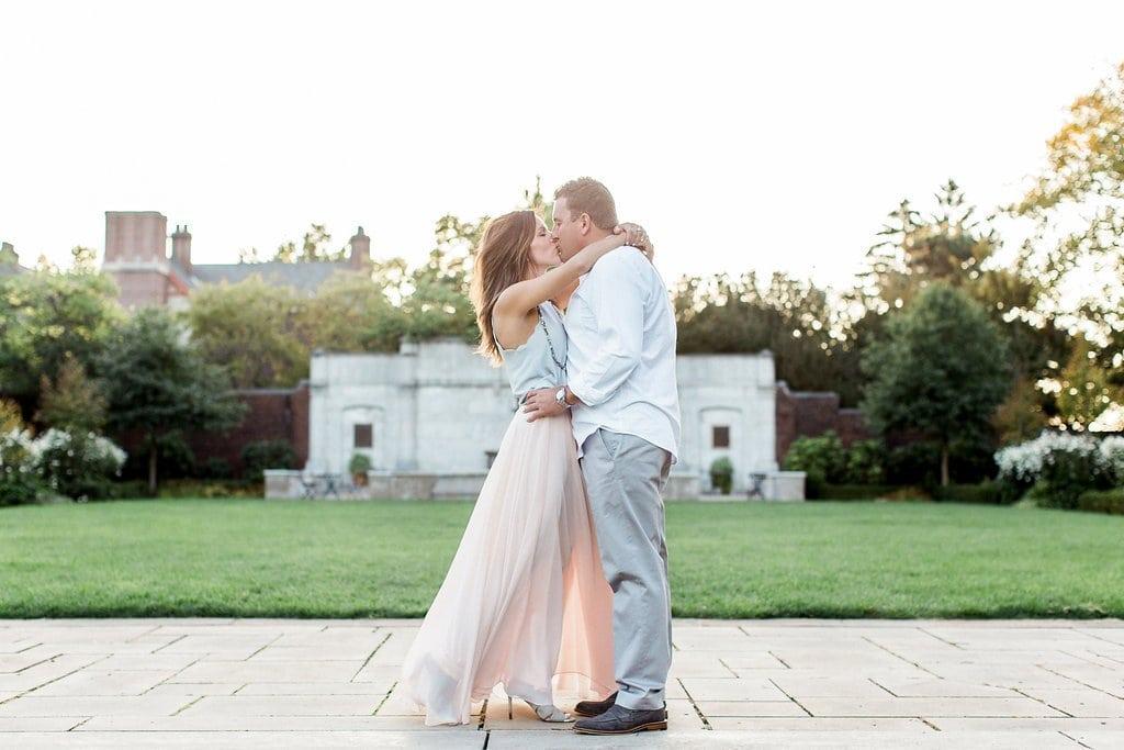 Couple kissing at the walled garden at Mellon park near the fountain