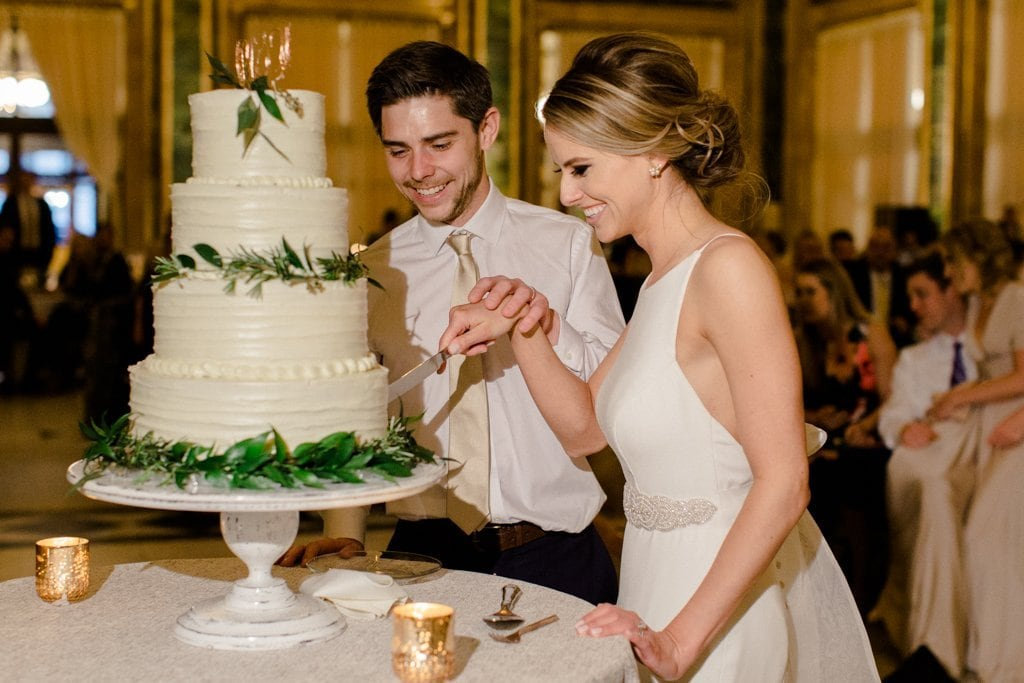 The Pennsylvanian wedding bride and groom cutting the cake