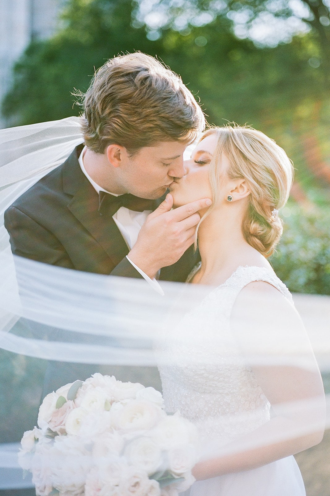 Pittsburgh Wedding captured by Pittsburgh Wedding Photographer Lauren Renee