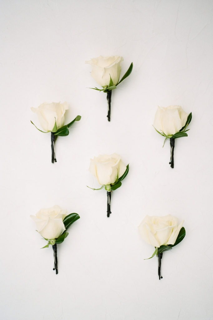 Boutonnières for groomsmen and groom