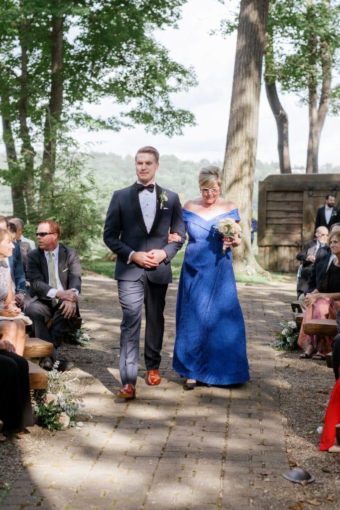 Outdoor Fall Seven Springs Wedding captured by Pittsburgh Wedding Photographer Lauren Renee