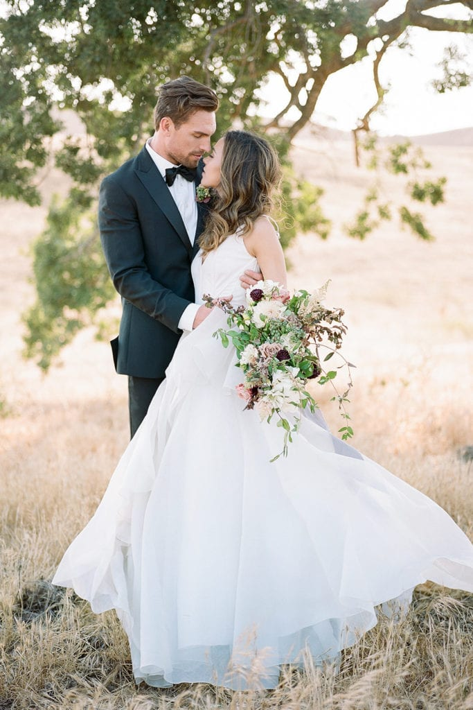 Outdoor wedding photo ideas: Kestrel Park California Wedding Inspiration Styled Shoot captured by Pittsburgh Wedding Photographer Lauren Renee