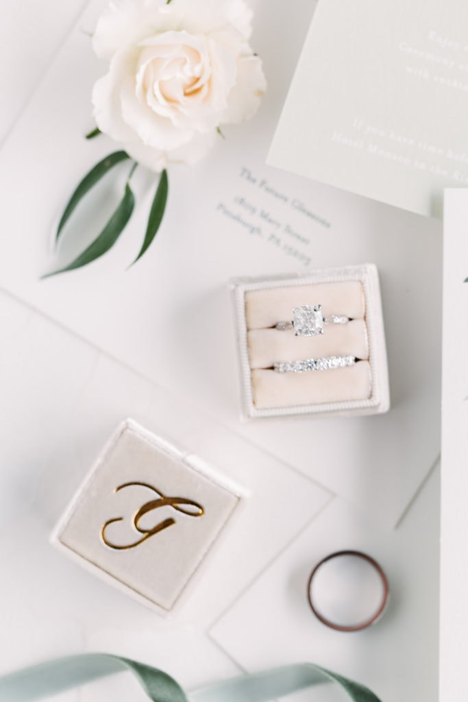 Wedding ring and bands in monogramed beige Mrs. Box