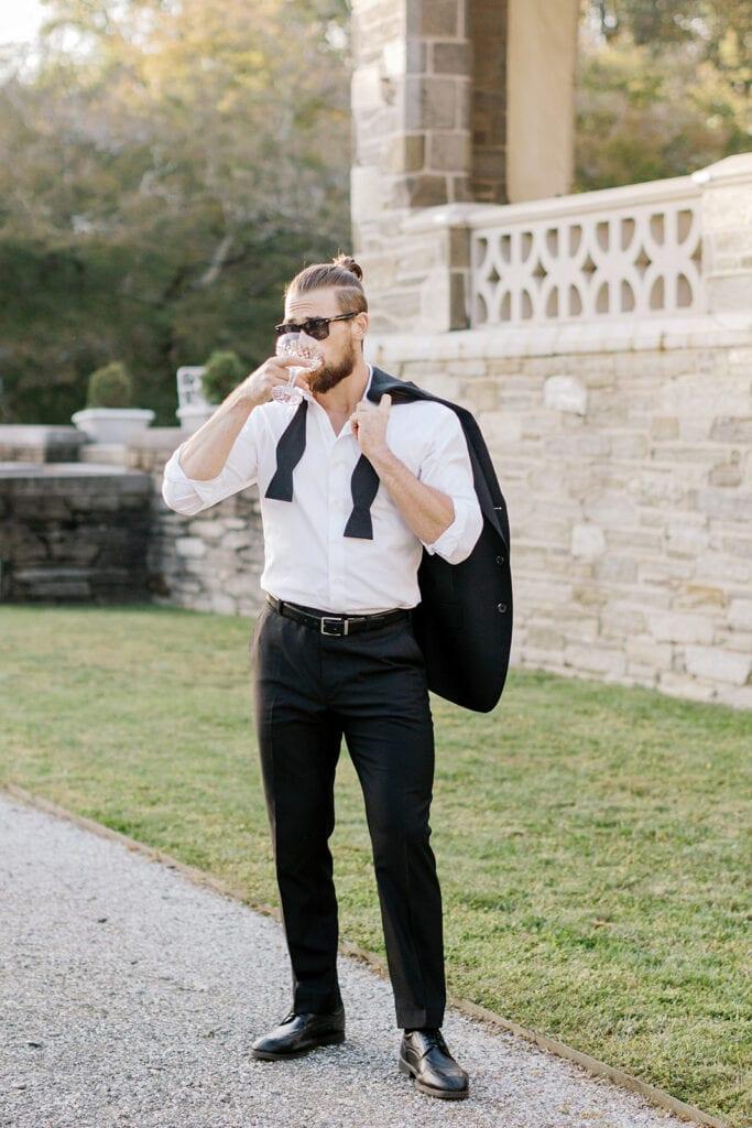Chic groom's look