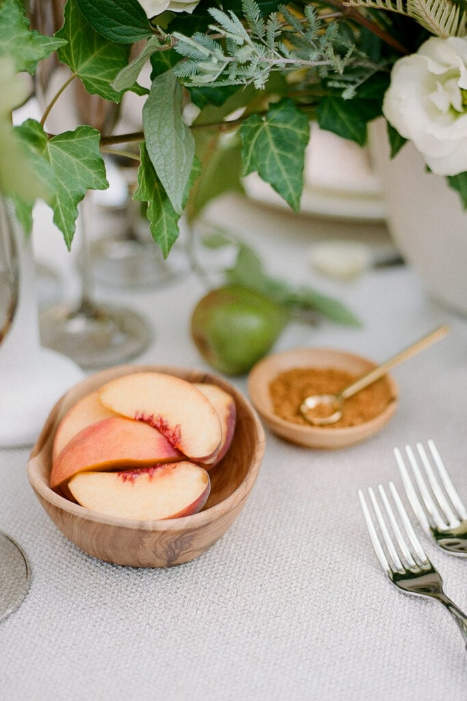 Fruit details on wedding table